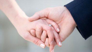 Đám hỏi cô dâu có đeo nhẫn cưới không?