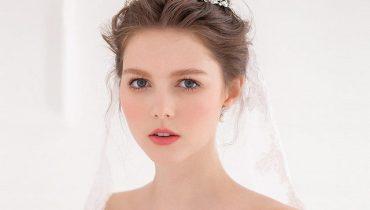 6 kiểu tóc cô dâu đội vương miện đẹp nhất
